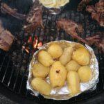 Mehlige Grillkartoffeln auf dem Grill